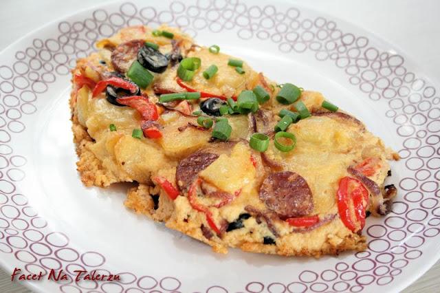 tortilla ziemniaczana z serem i chorizo