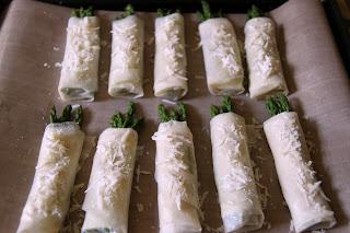 envoltillos de espárragos trigueros y queso
