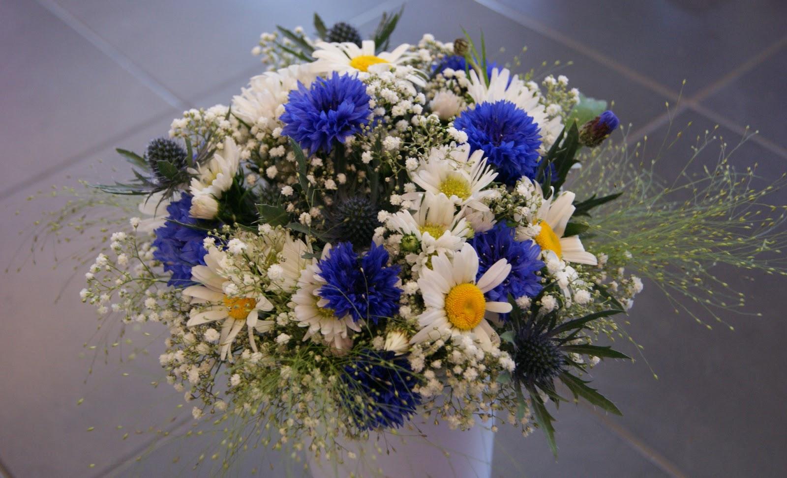 des magnolias sur ma voie lact e tests bouquets de mari e champ tre blanc bleu. Black Bedroom Furniture Sets. Home Design Ideas