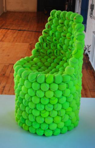 Sedia di design realizzata con le palline per un arredamento unico