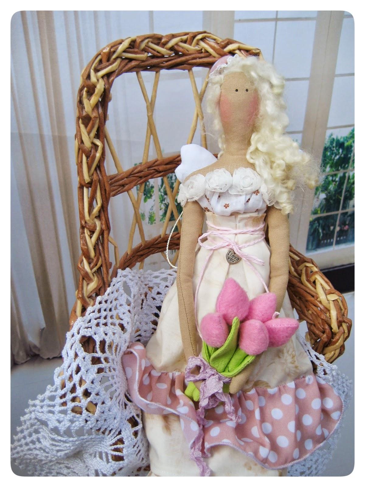 Цветочница с тюльпанами