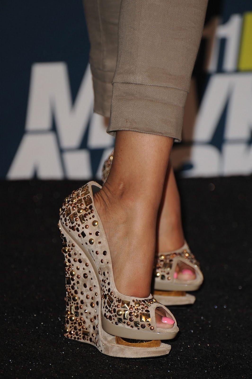 http://2.bp.blogspot.com/-xMuI8psm3VQ/TfYXV3M9iDI/AAAAAAAAAxg/C9j95HUyoBQ/s1600/Nicki-Minaj-Feet-425298.jpg