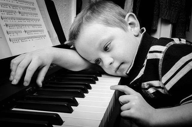 Anak Kecil Bermain Piano