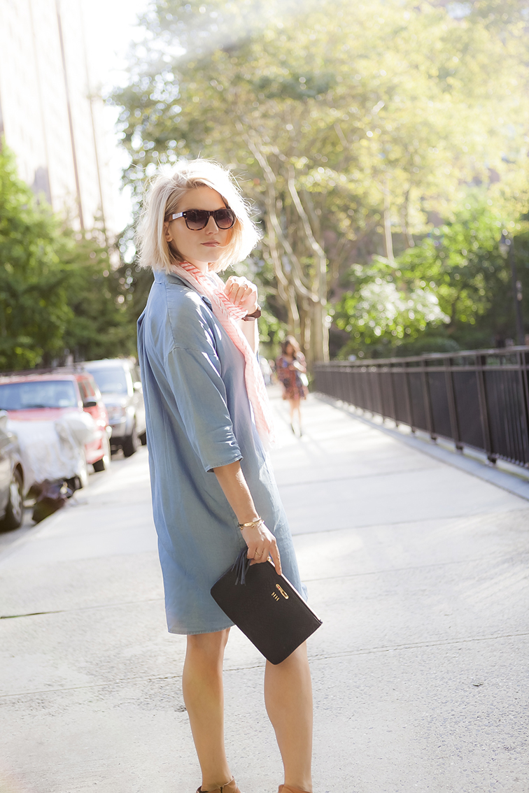 Golden hour sunshine on my face, SOLO Eyewear sunglasses, COS chambray dress, Gigi New York monogrammed leather clutch
