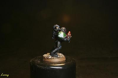 Detalle de la hombrera derecha de los Guardianes de la muerte procedente de los Ángeles Oscuros