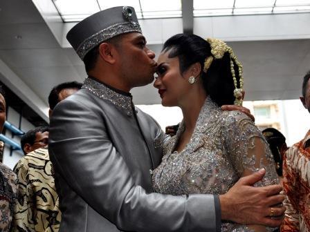 Foto Pernikahan Raul dan Krisdayanti