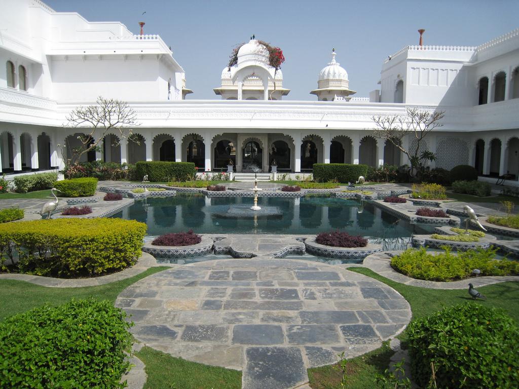 India 39 s famous hotels taj hotel udaipur for Hotel palace