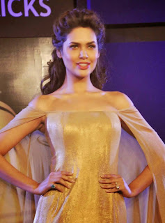 4 Esha Gupta in Golden Gown at Blenders Pride Event.jpg