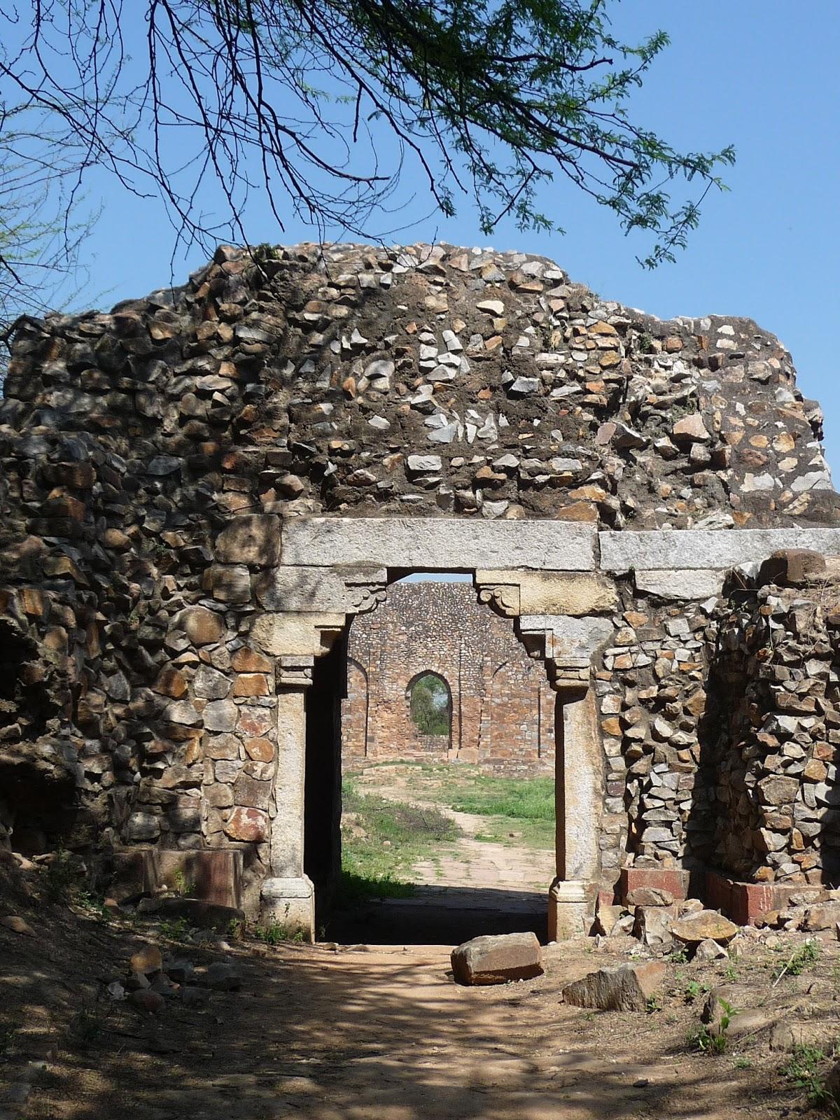 Ghiyasuddin Balban Tomb Delhi : Balban's Tomb ...
