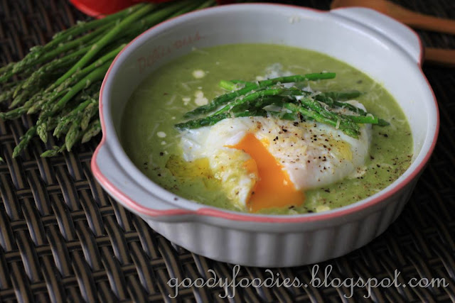 GoodyFoodies: Recipe: Creamy asparagus soup with poached ...
