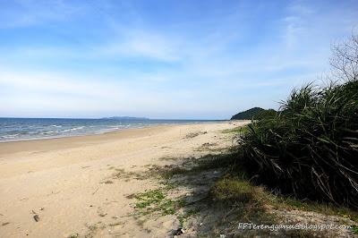 Pantai Pandak di kejauhan