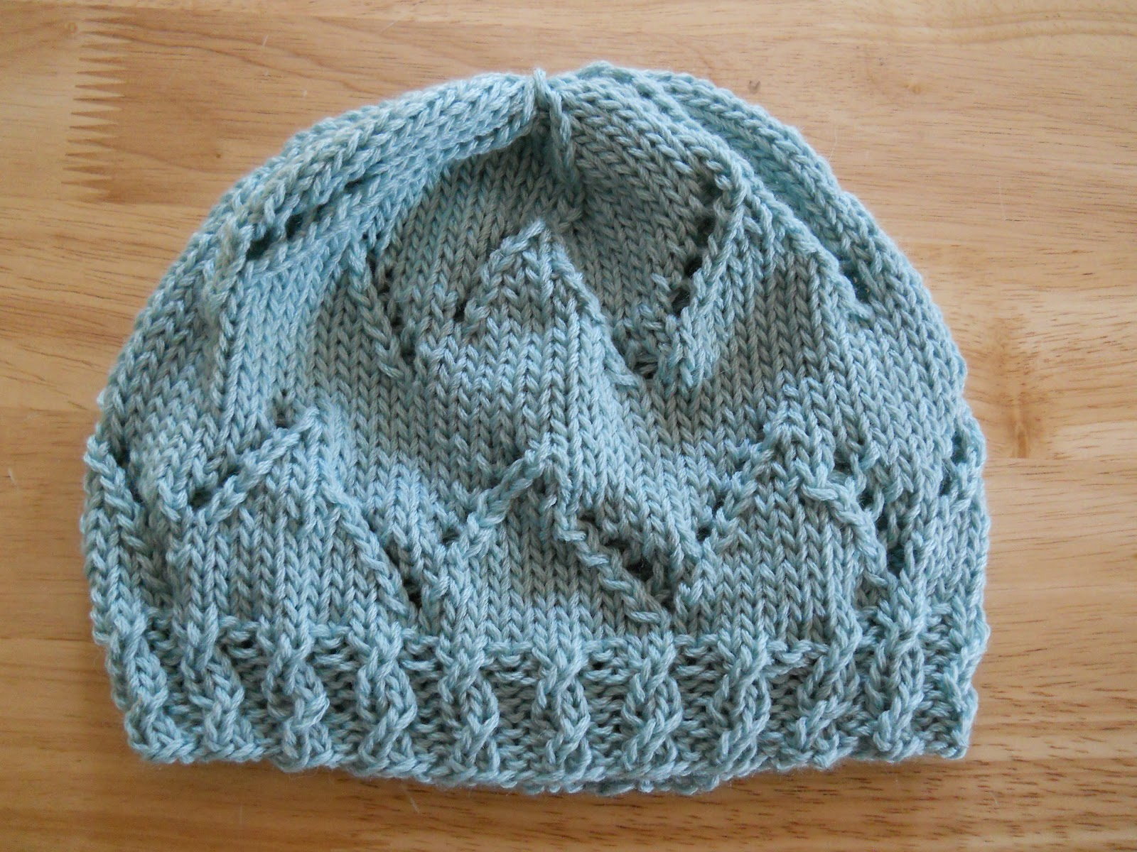 Angel Knitting Pattern Free : Knitting with Schnapps: Introducing The Angel Kisses Cap!