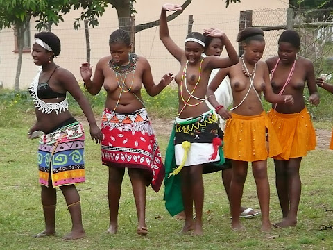meninas africanas de peito de fora