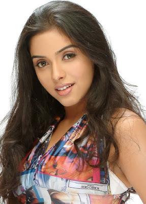 Actress Asin Glamorous HD Wallpaper