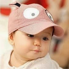 bayi pakai topi