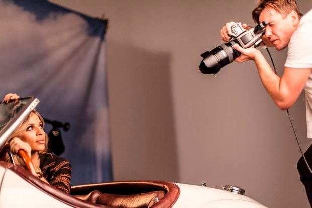 A atriz Grazi Massafera é garota propaganda e posa sensual
