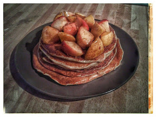 Oatmeal cottage cheese pancakes with apples, cinnamon and honey