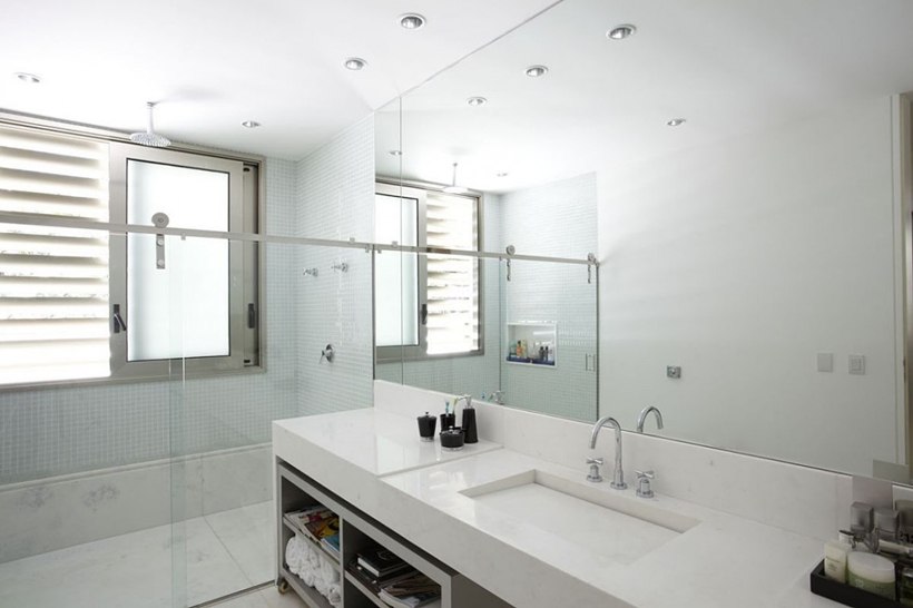 Bathroom in The Morumbi Residence by Drucker Arquitetura