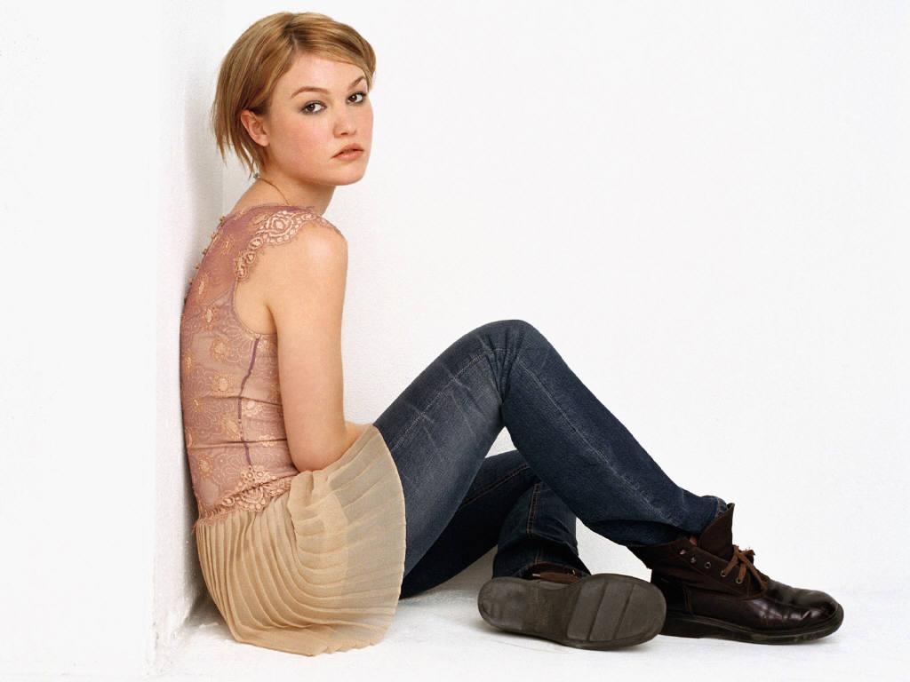 Celebrity Hot Image: Julia Stiles