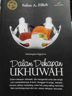 resensi buku Dalam Dekapan Ukhuwah dari Salim A Fillah