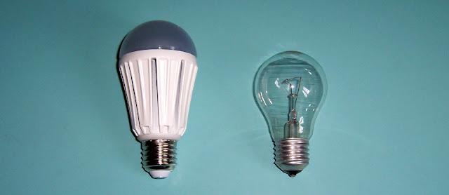 LightingEVER 12 Watt LED - confronto dimensioni con lampadina tradizionale