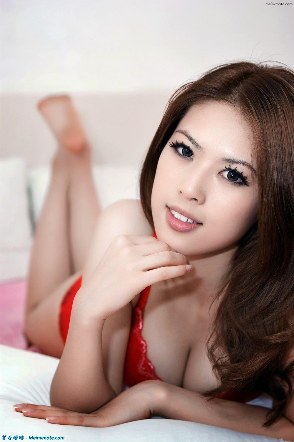 Graceful figure red underwear model interpretation