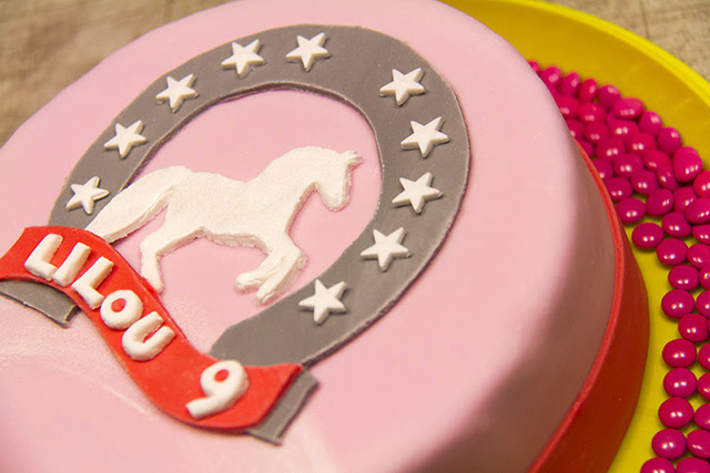 fantaisie cake cake anniversaire girly horse. Black Bedroom Furniture Sets. Home Design Ideas