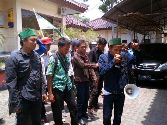 HMI Demo Kantor Disporabudpar Bangkalan