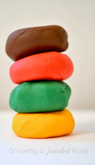 NO COOK Christmas Play Dough Recipes- only two base ingredients to make these AMAZING play dough varieties