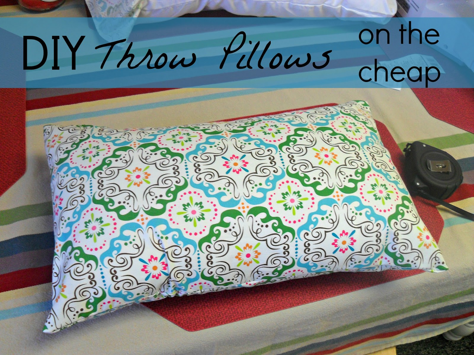 Diy Decorative Bed Pillows : KRaven: DIY Decorative Pillows--on the cheap!