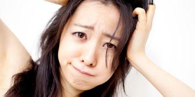 Penyebab Rambut Rontok Berlebihan