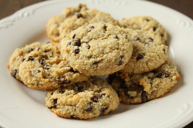 low-fructose chocolate chip cookies made with almond flour