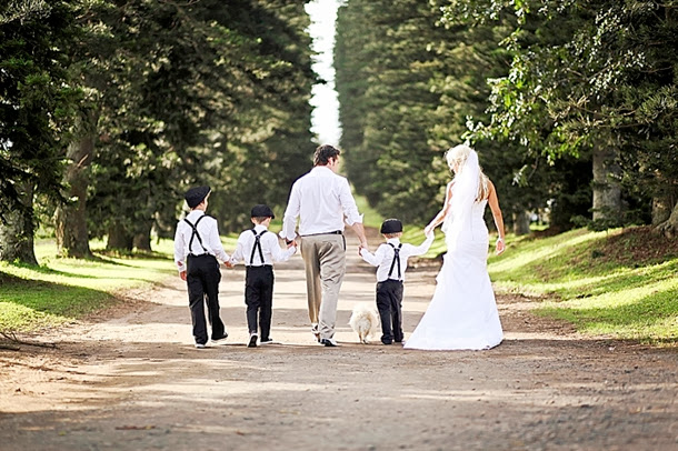 "<Img src = ""southboundbride-fiona-clair-post-wedding-shoot-001.jpg"" alt = ""sesion postboda, campo, novios con hijo, familia"">"