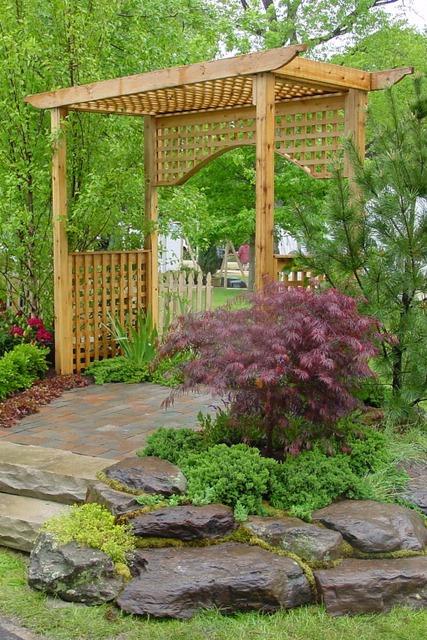 garden-with-pergola