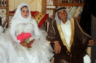 تزوج رجل من امرئتين وكانت هذه نهايته