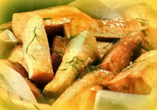 Yucas fritas al ajo y tomillo