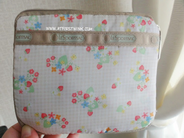 Le Sportsac Spring Summer 2011 Mook tote bag strawberry print fold as small pouch