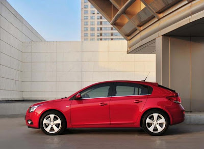 2011-Chevrolet-Cruze-Side-View-Red-Color
