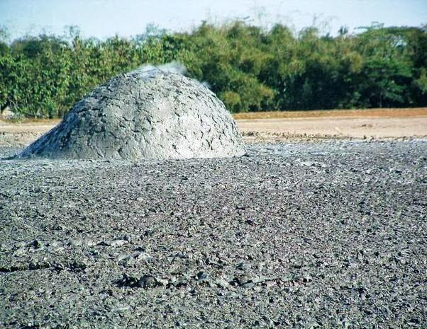7 صور بركان الطين في اندونسيا او بحيرات الطين المتفجرة