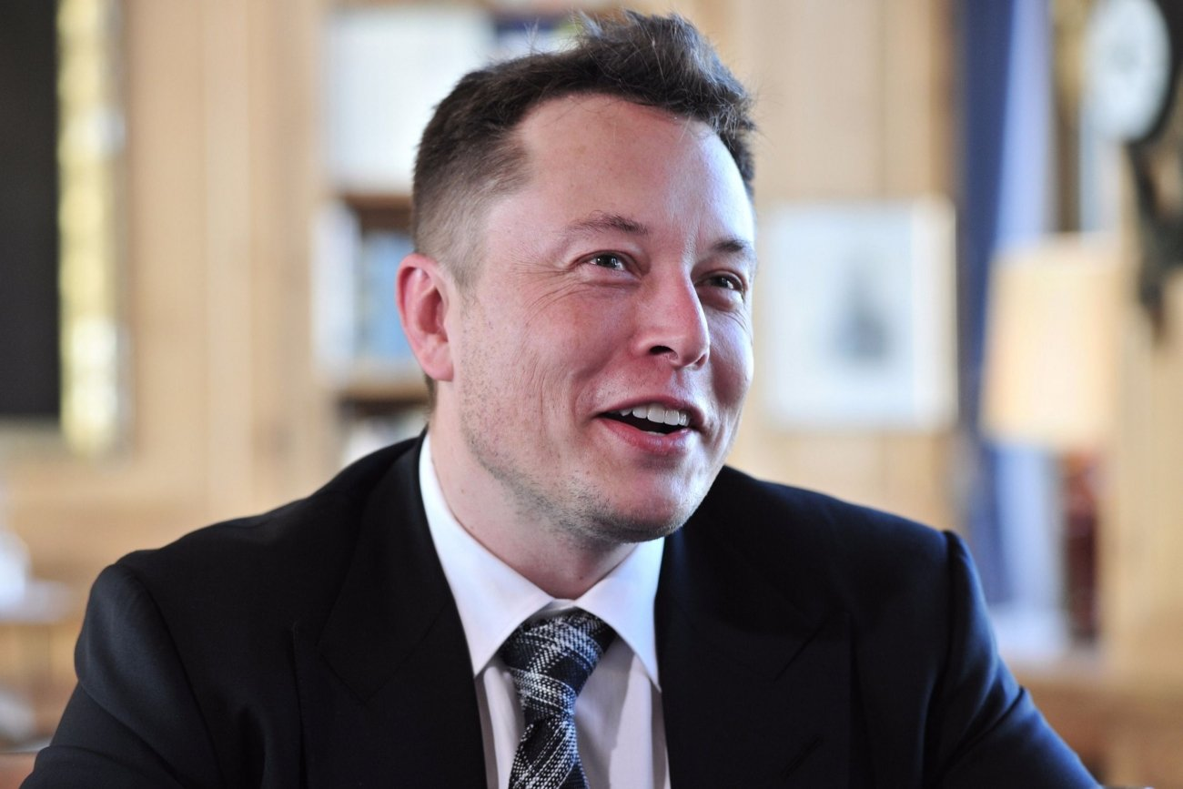 ELON MUSK: THE GUY BEHIND REVOLUTIONARY SPACE-X AND TESLA