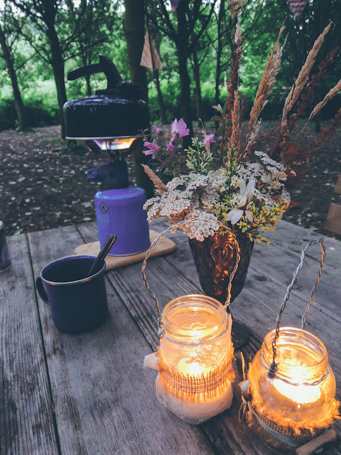 How to make vintage lace candle lanterns for seasonal holidays