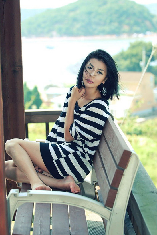 如果你已经不再爱着我 (rú guǒ nǐ yǐ jīng bù zài ài zhuó wǒ) - If you already no longer loved me 也应该对我说一说 (yě yīng gāi duì wǒ shuō yī shuō) - should have told me 你这样把爱情给带走 (nǐ zhè yàng bǎ ài qíng dài zǒu) - you take away our love like that 让滴滴眼泪心上流 (ràng dī dī yǎn lèi xīn shàng liú) - let the drops of tears flow in my heart