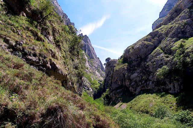 Subiendo el sendero por el desfiladero del Tejo - Picos de Europa