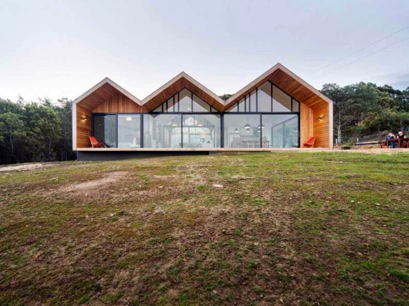 Contemporary house with three gable roofs in tasmania for Tasmanian home designs