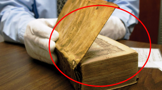 Kisah Misteri DIbalik Buku Bersampul Kulit Asli Manusia