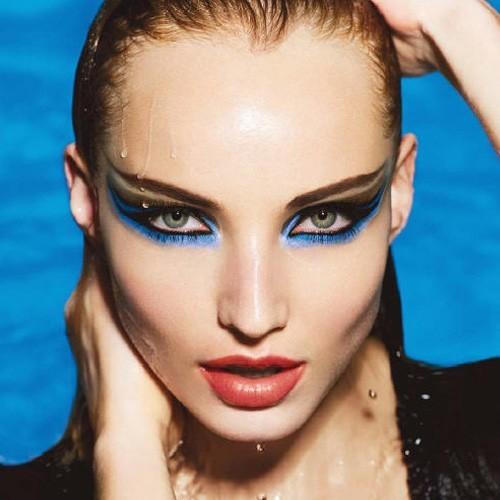 maquillaje colores brillantes