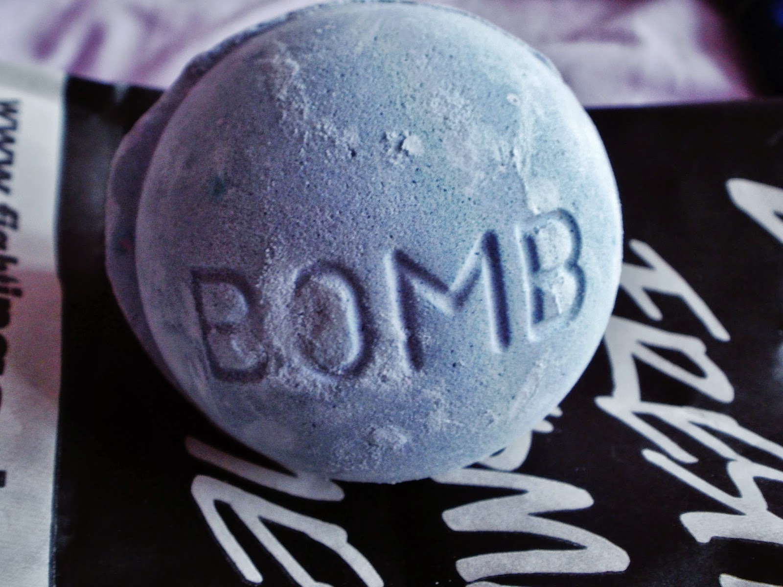 LUSH bath bomb Blackberry