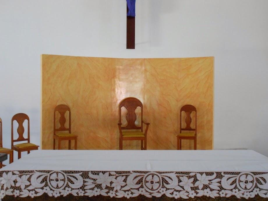 PAREDE DO ALTAR COM A MARMORIZAÇÃO CONCLUÍDA.