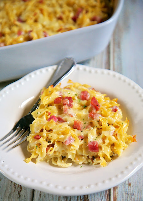 Schinken Nudel Gratin {Ham and Cheese Noodle Casserole} - recipe from the Epcot International Food and Wine Festival. Quick pasta casserole with cream, eggs, ham, onions, swiss, white cheddar cheese and egg noodles. Cook noodles, whisk together sauce and add cheeses. Quick and easy weeknight meal!