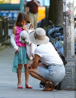 Suri Cruise's broken arm sports a plaster cast not to use it for 'butt smacking'